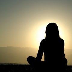 girl-meditating